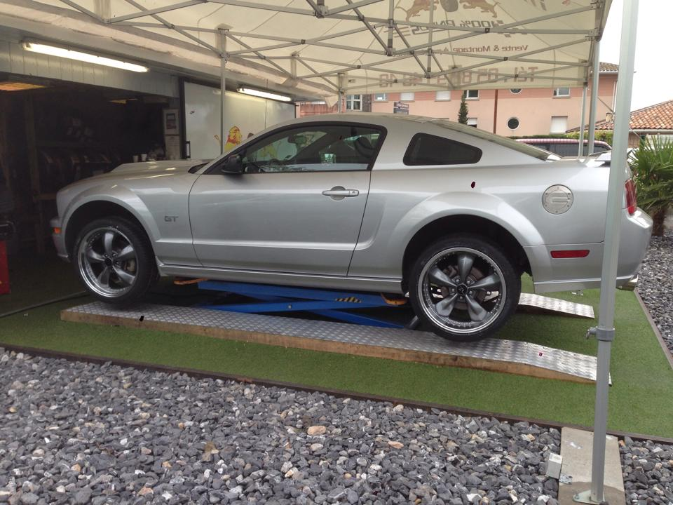 Montage Ford Mustang GT